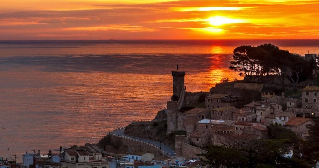 Disfruta de unas mágicas vacaciones en Tossa del Mar con todo incluido